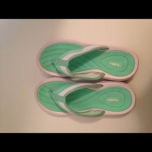 Air Balance see green and white flip-flops size 37